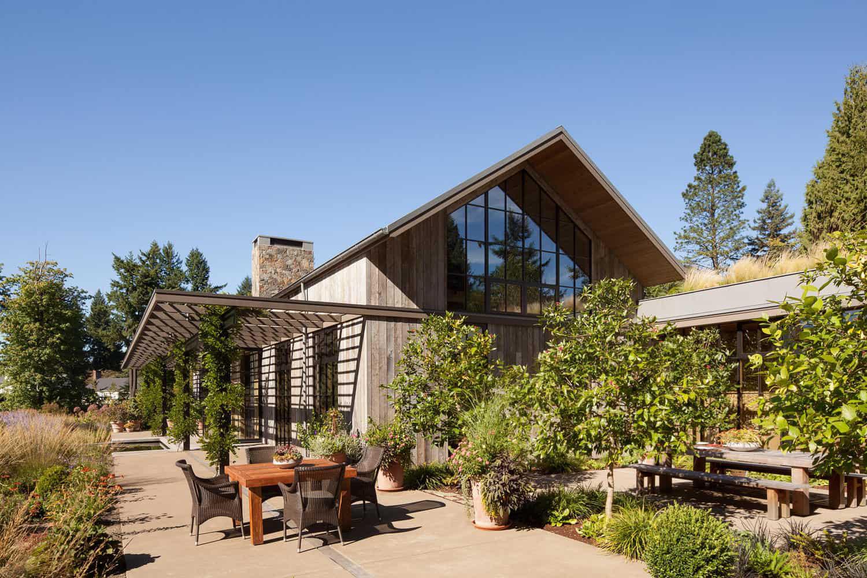Ngôi nhà đẹp như cổ tích lại nằm giữa không gian thiên nhiên rộng lớn toàn hoa thơm cỏ lạ - Ảnh 11