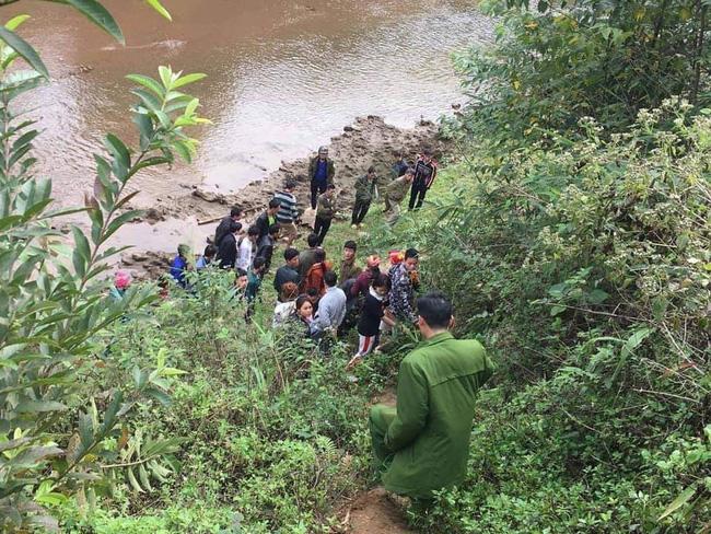 Nữ nạn nhân được phát hiện tử vong, thò cánh tay cạnh bờ suối ở Lào Cai đã ly hôn, có hoàn cảnh khó khăn - Ảnh 1