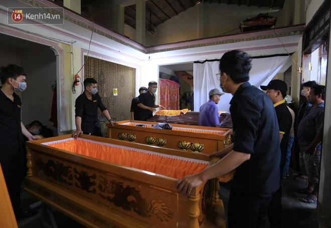 Tang thương ngôi làng nơi xảy ra vụ lật thuyền khiến 6 người chết: 'Có nỗi đau nào tột cùng hơn một lúc mất cả vợ lẫn 2 con thơ' - Ảnh 4