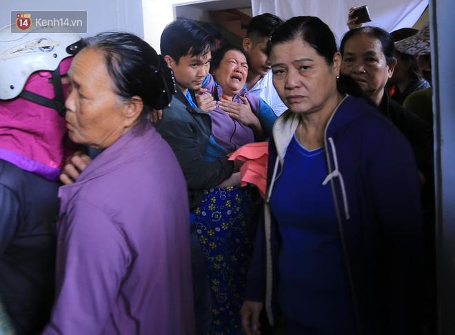 Tang thương ngôi làng nơi xảy ra vụ lật thuyền khiến 6 người chết: 'Có nỗi đau nào tột cùng hơn một lúc mất cả vợ lẫn 2 con thơ' - Ảnh 5