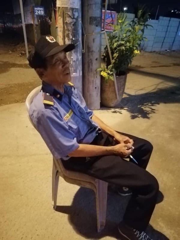 Bác bảo vệ bị dàn cảnh trộm xe SH ở Sài Gòn: 'Tui làm mất xe 40 triệu, được giúp hơn 100 triệu nên tui đem đi chia cho người nghèo hết rồi!' - Ảnh 2