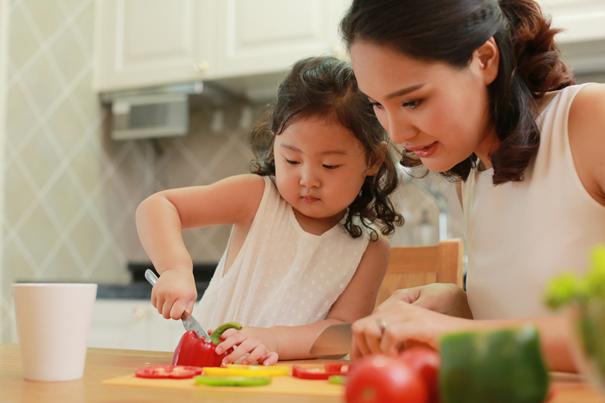 8 cách hữu ích để cha mẹ dạy con tính tự lập ngay khi còn nhỏ - Ảnh 1