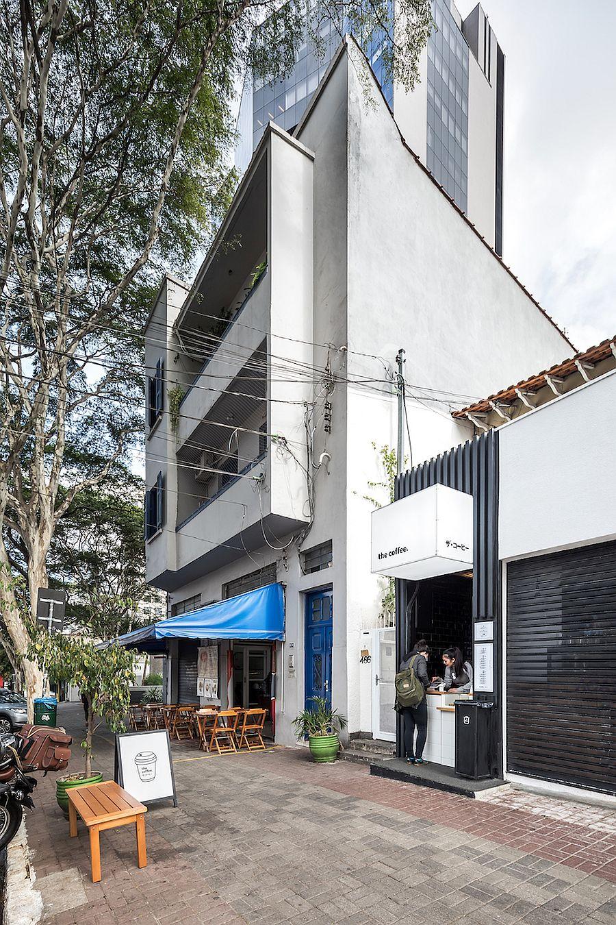 Ngôi nhà 54m² nhưng với cách thiết kế sáng tạo đã biến mặt tiền 4m thành 2 không gian vừa cho thuê vừa sử dụng tách biệt - Ảnh 1