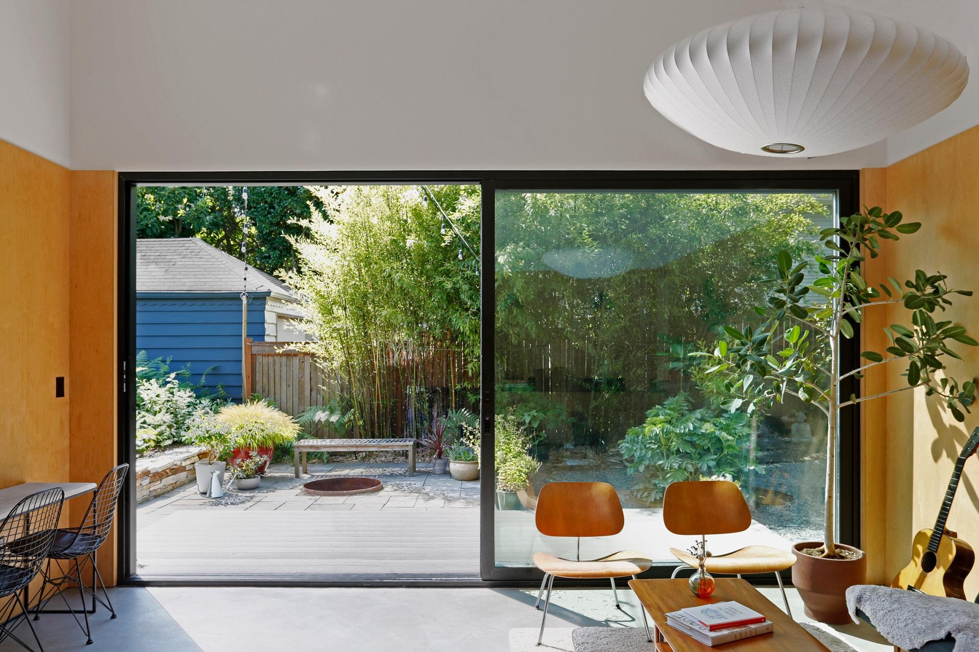 Ngôi nhà 54m² nhưng với cách thiết kế sáng tạo đã biến mặt tiền 4m thành 2 không gian vừa cho thuê vừa sử dụng tách biệt - Ảnh 5