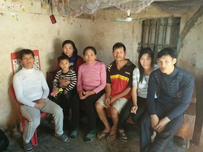 Xót cảnh mẹ già bệnh tật nuôi 3 người con tâm thần, cơm ăn không đủ no bên người chồng khờ khạo - Ảnh 1