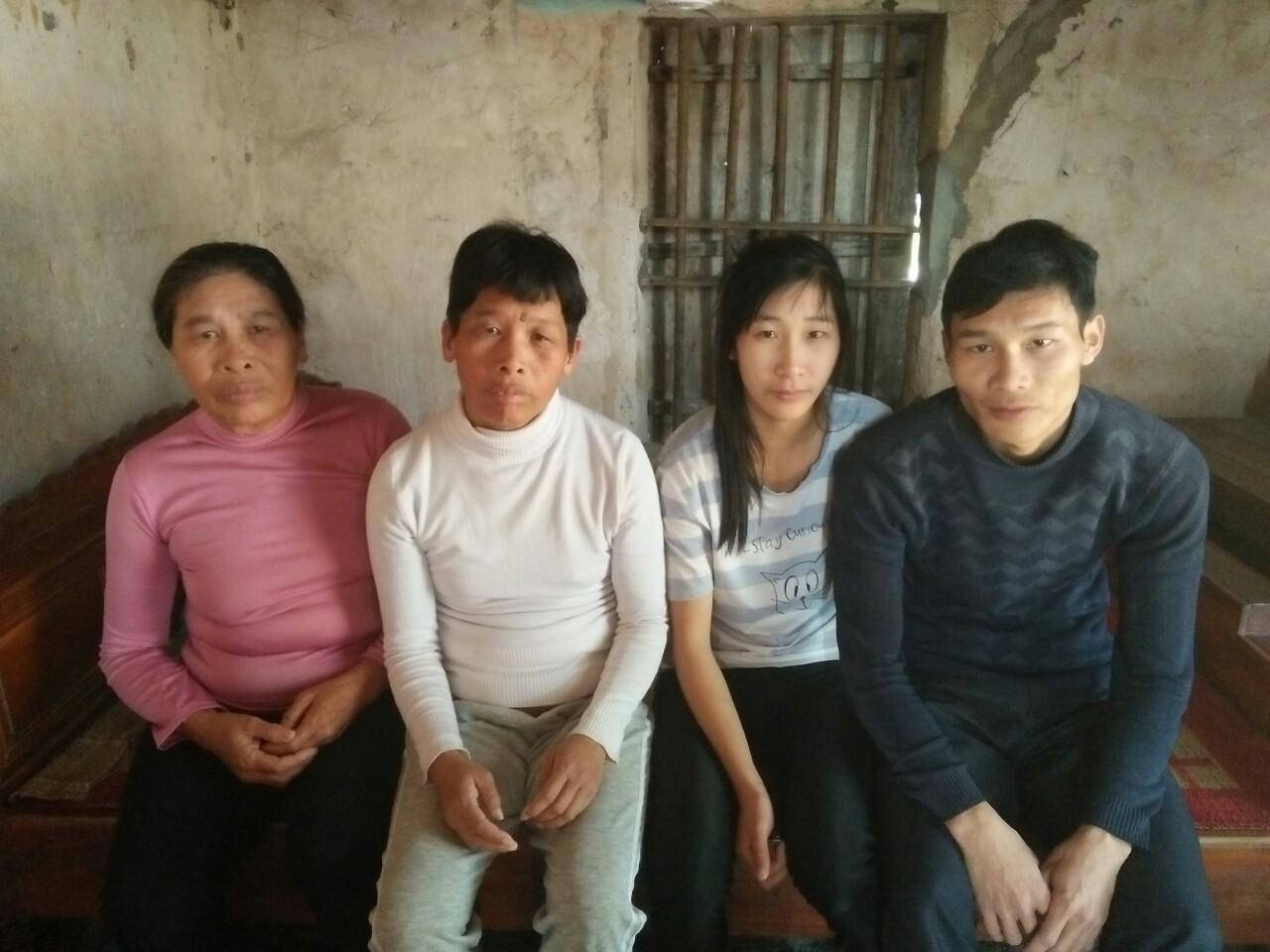 Xót cảnh mẹ già bệnh tật nuôi 3 người con tâm thần, cơm ăn không đủ no bên người chồng khờ khạo - Ảnh 7