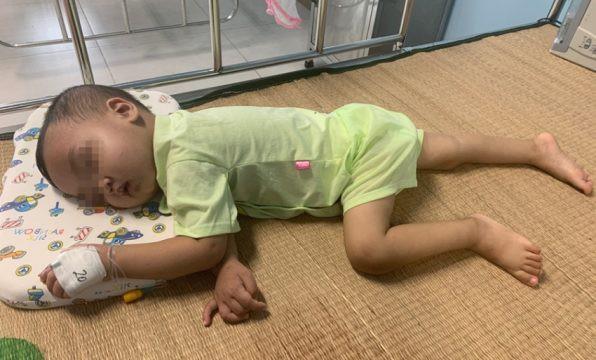 Bé trai 2 tuổi bị 'bỏ quên' mảnh kim loại trong thực quản: Lời cảnh báo của bác sĩ tới các bậc cha mẹ - Ảnh 2