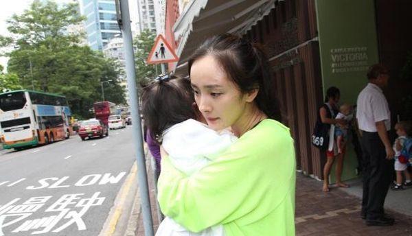 Lưu Khải Uy vừa chia sẻ về con gái, netizen xứ Trung liền chỉ trích Dương Mịch 'không xứng làm mẹ' - Ảnh 4