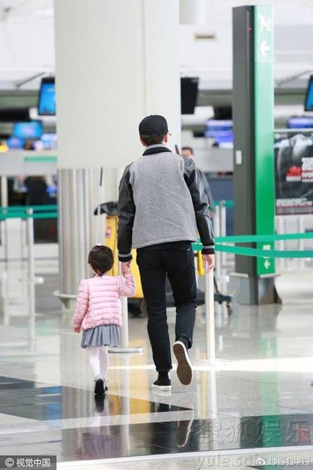 Lưu Khải Uy vừa chia sẻ về con gái, netizen xứ Trung liền chỉ trích Dương Mịch 'không xứng làm mẹ' - Ảnh 2