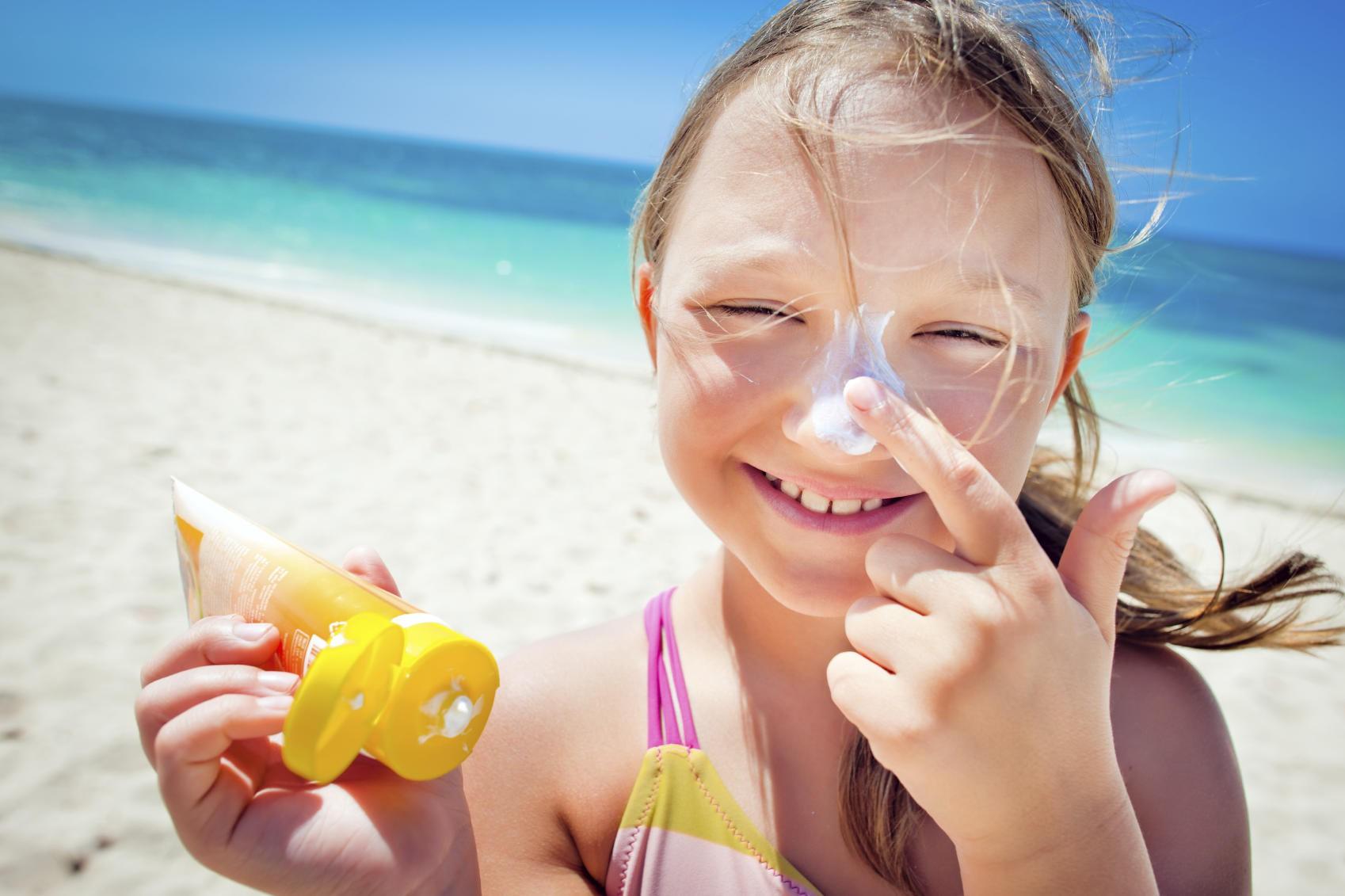 Nghiên cứu chỉ ra rằng: Thoa kem chống nắng từ khi còn nhỏ giúp giảm đến 40% nguy cơ mắc bệnh này về da - Ảnh 1