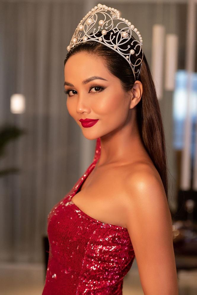 Không tới chúc mừng Mâu Thủy, H'Hen Niê đi làm phù dâu cho Hoa hậu Hoàn vũ Thái Lan - Ảnh 2