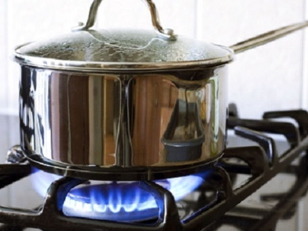 Mẹo tiết kiệm 50% tiền gas mỗi tháng khi nấu ăn các bà nội trợ nên biết - Ảnh 1