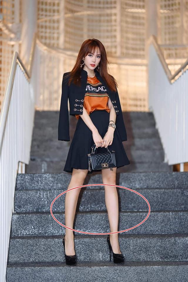 Minh Hằng bị bóc mẽ lạm dụng photoshop kéo dài chân đến méo cả bậc thang - Ảnh 7
