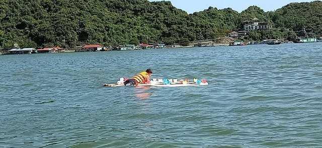 Thả 3 vạn hoa đăng nhựa xuống biển Cát Bà là để 'bảo vệ môi trường' - Ảnh 8