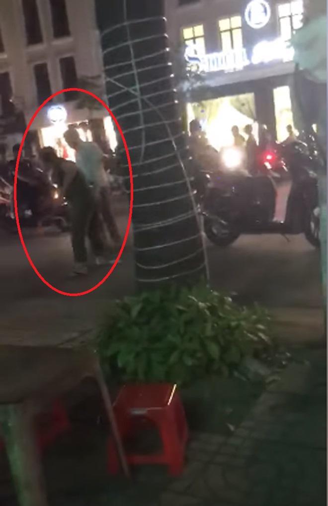 Clip vợ cầm ghế đánh ghen chồng và bồ nhí ở Tp.Vinh Nghệ An