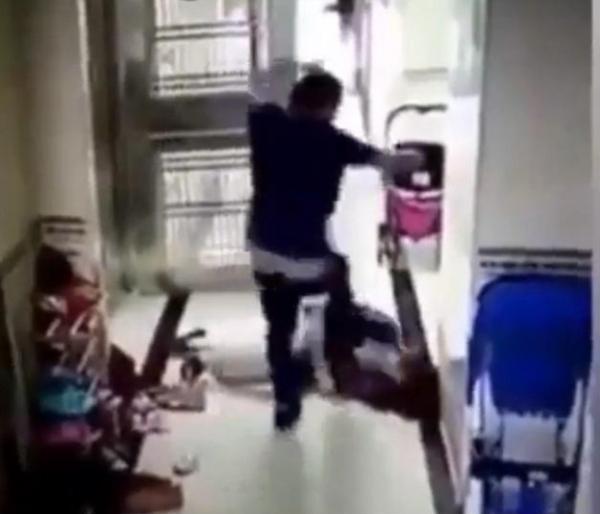 Chồng đánh đập, bóp cổ vợ ngay trước mặt con nhỏ gây bức xúc - Ảnh 3