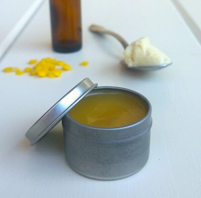 Phụ nữ U50 muốn xóa mờ nếp nhăn, ngăn ngừa lão hóa giúp làn da căng bóng, hãy học ngay 5 cách dùng dầu dừa này - Ảnh 4