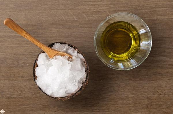 Phụ nữ U50 muốn xóa mờ nếp nhăn, ngăn ngừa lão hóa giúp làn da căng bóng, hãy học ngay 5 cách dùng dầu dừa này - Ảnh 6