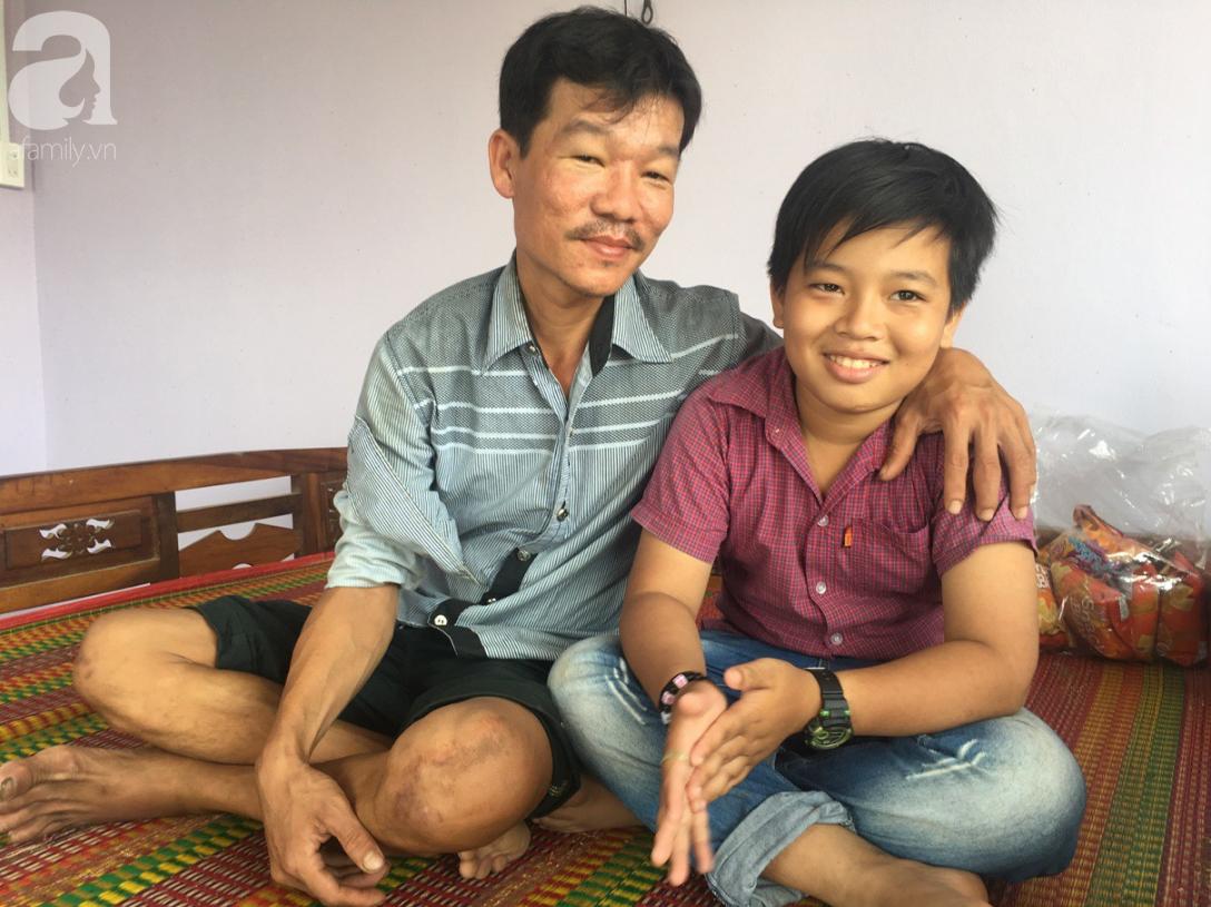 Mẹ bỏ đi lấy chồng, điều ước của bé trai 12 tuổi sống với người cha khờ bệnh tật khiến ai cũng xúc động - Ảnh 2