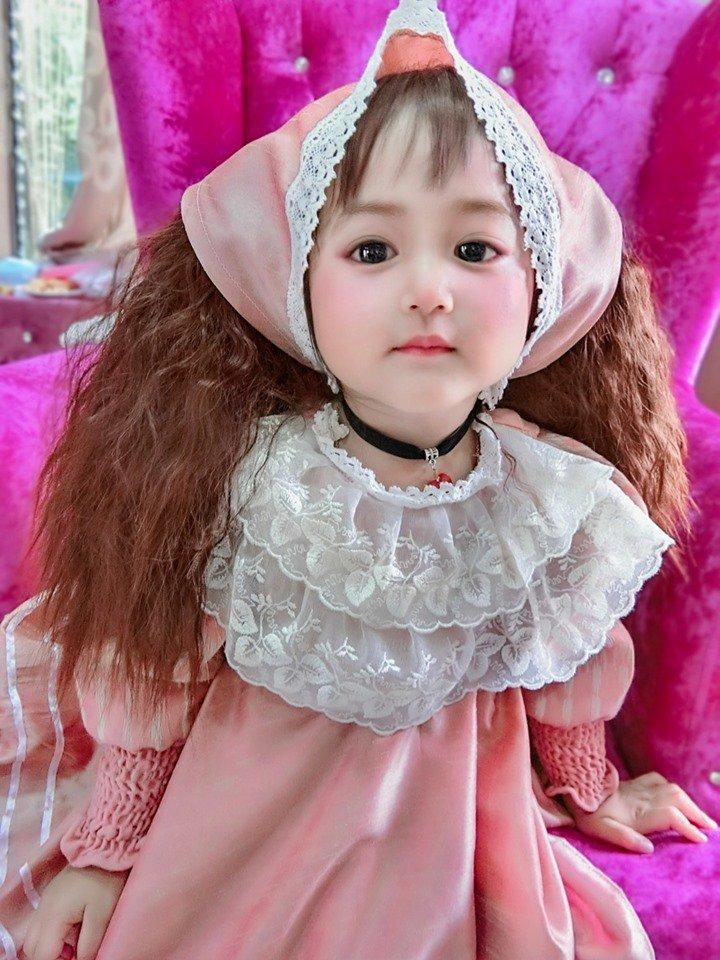 Bé gái xinh như thiên thần ai cũng xuýt xoa, nào ngờ lại là người quen - Ảnh 8