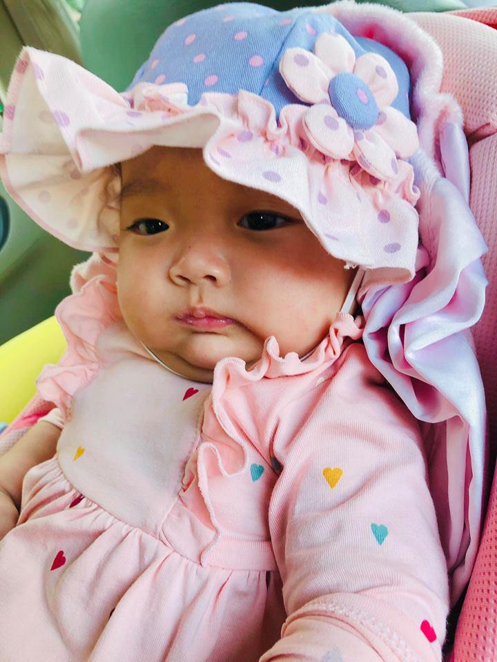 Sinh non gần 2 tháng, con gái Khánh Thi ngày càng mũm mĩm đáng yêu, gương mặt giống bố y đúc - Ảnh 7