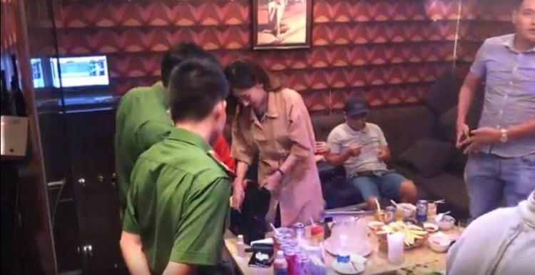 Nữ nhân viên nhà hàng bán dâm cho khách giá 4 triệu đồng/lượt ở Sài Gòn - Ảnh 1