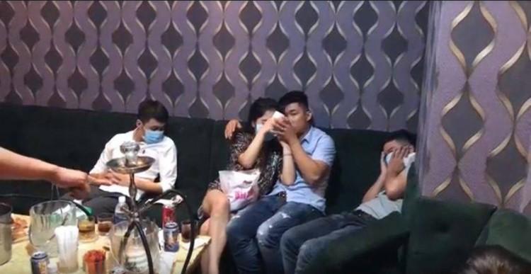 Nữ nhân viên nhà hàng bán dâm cho khách giá 4 triệu đồng/lượt ở Sài Gòn - Ảnh 2