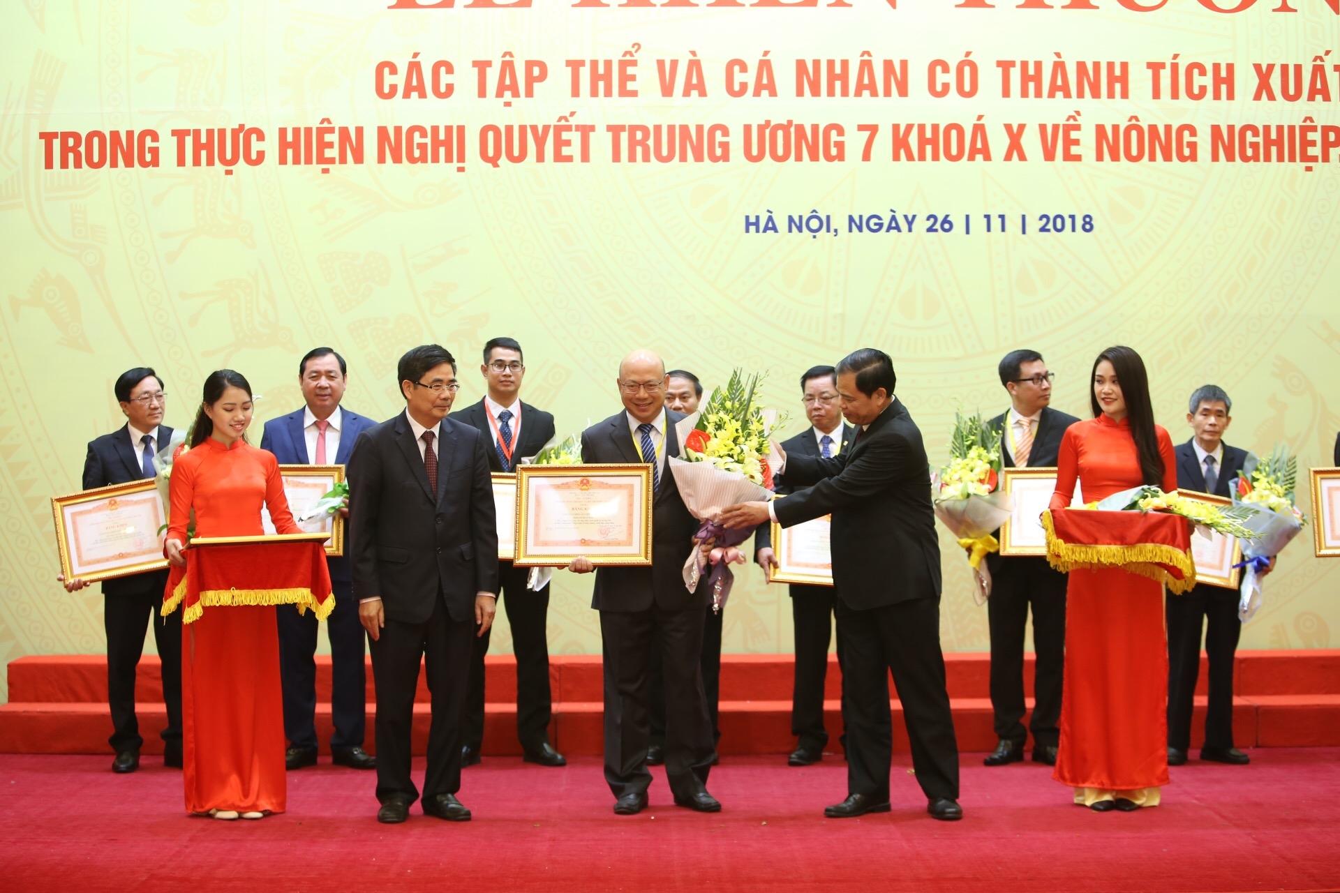 Vinamilk nhận bằng khen của Thủ tướng về phát triển tam nông bền vững - Ảnh 1