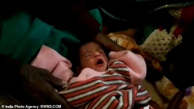 Cụ bà 65 tuổi sinh con cho chồng 80 bằng phương pháp sinh thường khiến bác sĩ ngỡ ngàng - Ảnh 1
