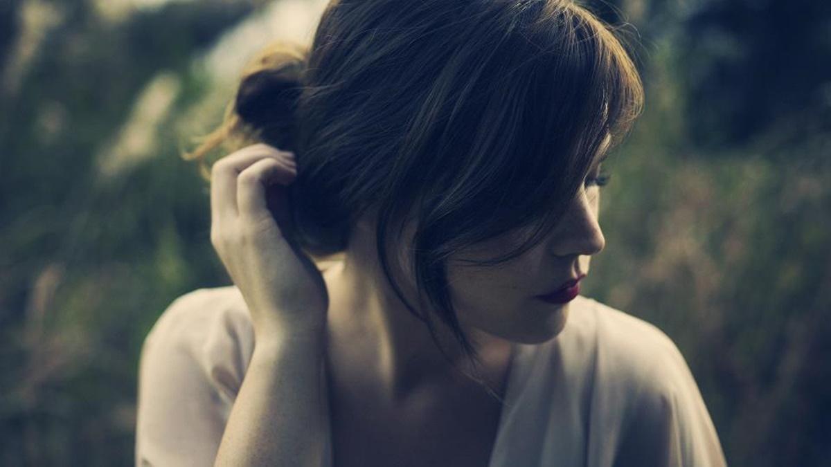 Đàn bà chọn im lặng khi trong lòng đã có quá nhiều vết thương - Ảnh 1