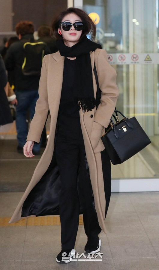 Ji Yeon (T-ara) xuất hiện như nữ thần tại sân bay, sang Việt Nam tham dự sự kiện âm nhạc lớn nhất năm - Ảnh 2