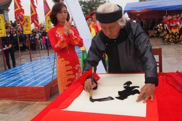 Khai bút đầu xuân từ lâu đã trở thành nét đẹp văn hóa của người Việt