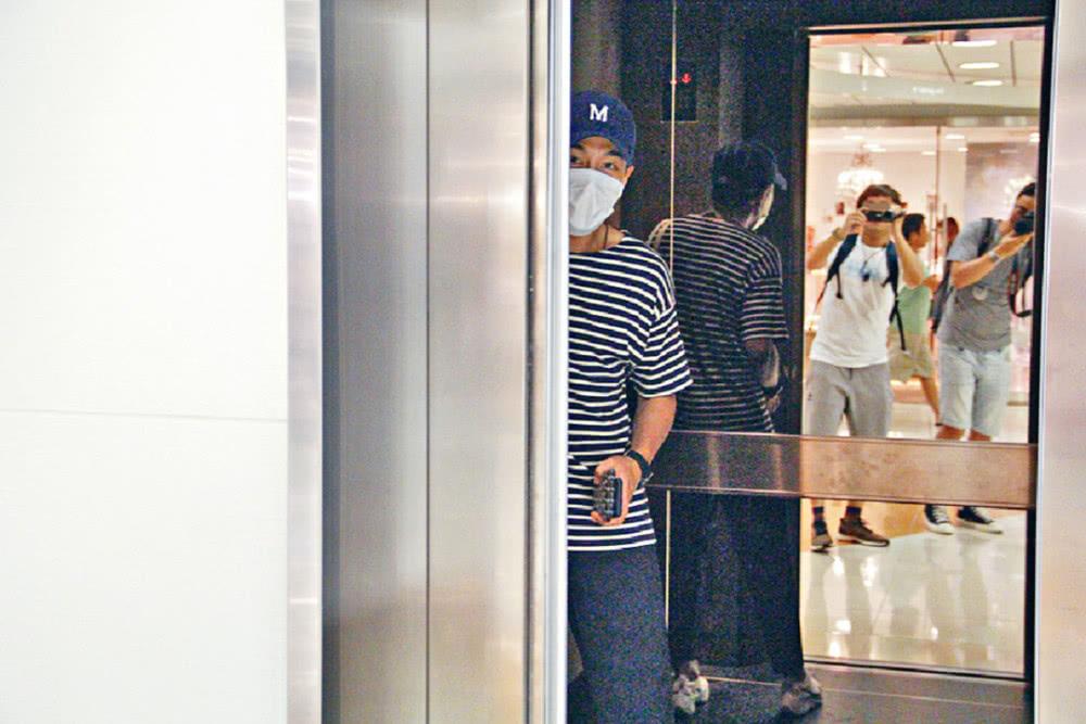 Lưu Khải Uy lần đầu lộ diện sau khi chính thức tuyên bố ly hôn với Dương Mịch - Ảnh 5