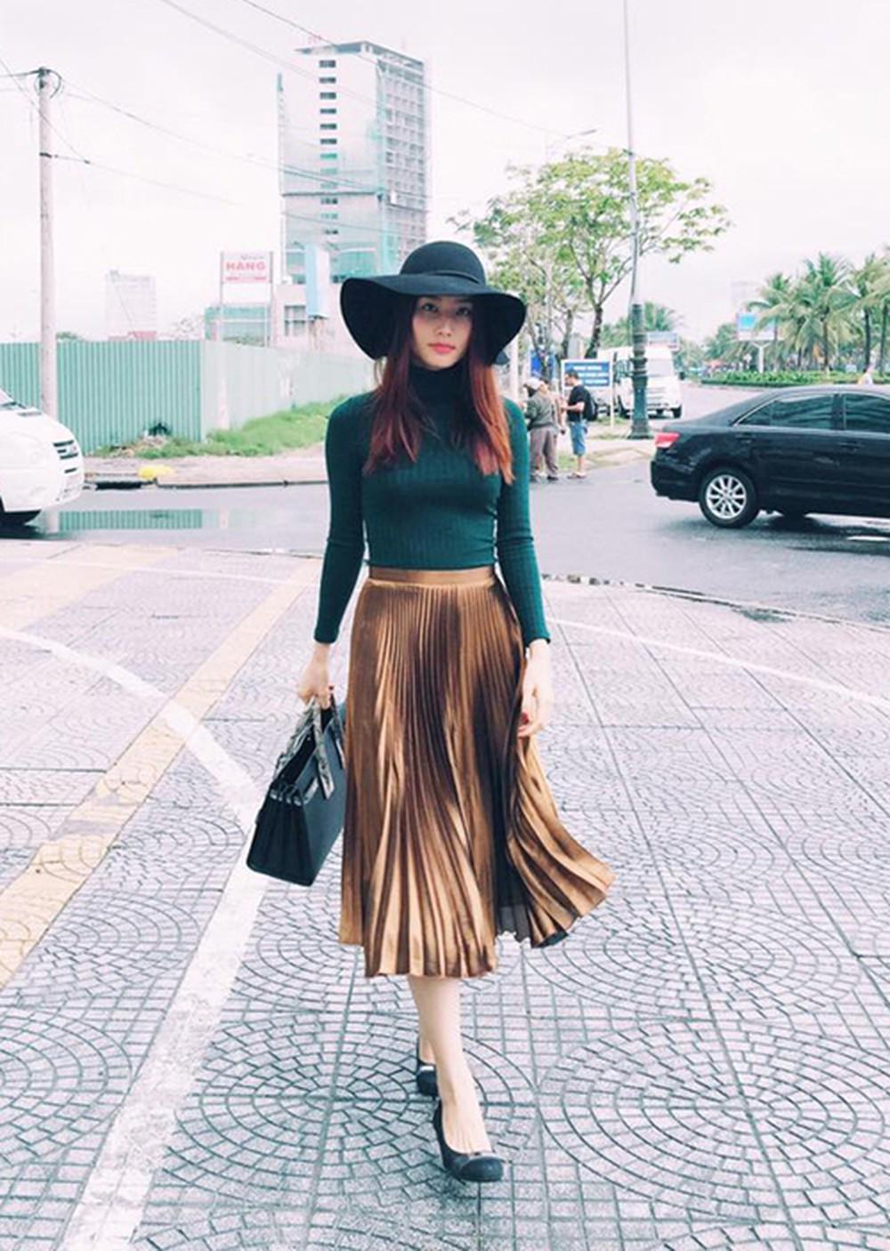 4 kiểu chân váy dài qua gối cực phù hợp để diện trong ngày Tết, vừa đẹp vừa không lo hớ hênh - Ảnh 1