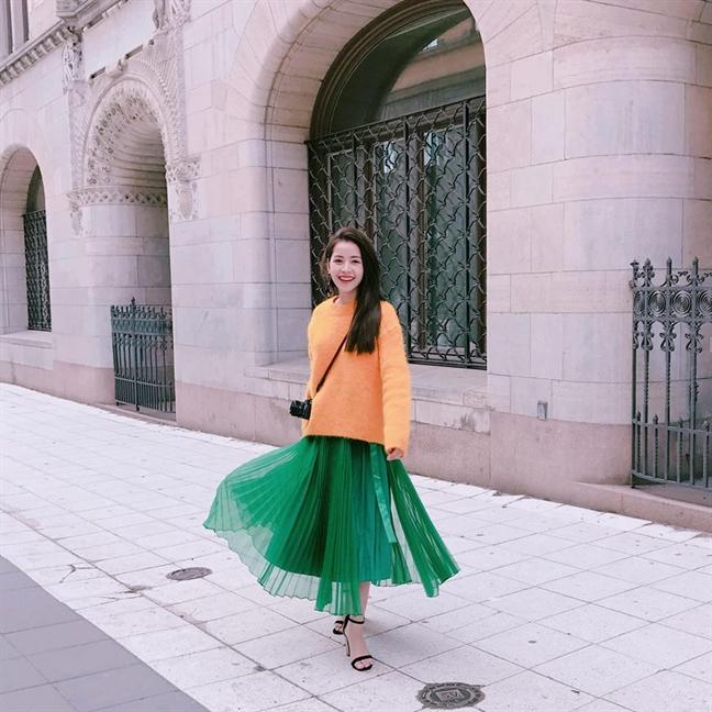 4 kiểu chân váy dài qua gối cực phù hợp để diện trong ngày Tết, vừa đẹp vừa không lo hớ hênh - Ảnh 4