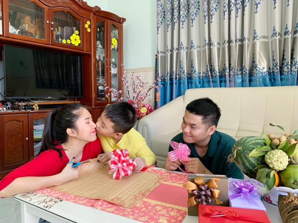 Bất ngờ với cách Trung Kiên đối đãi với con riêng của Lê Phương khi sắp có con ruột - Ảnh 1