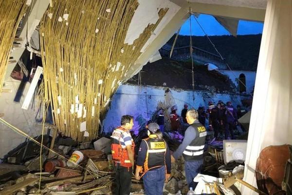 Xót xa đám cưới bỗng biến thành đám tang, 15 người chết và 34 người bị thương - Ảnh 1