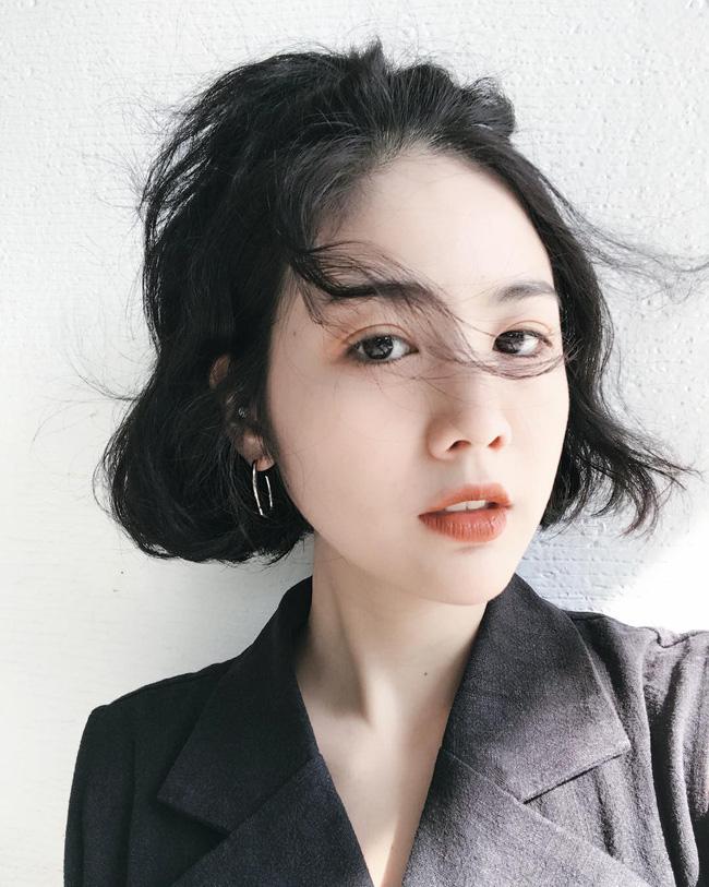 Dù tóc ngắn thì vẫn có 4 kiểu uốn xoăn đẹp quên sầu mà không già chút nào để chị em điệu đà diện Tết - Ảnh 5