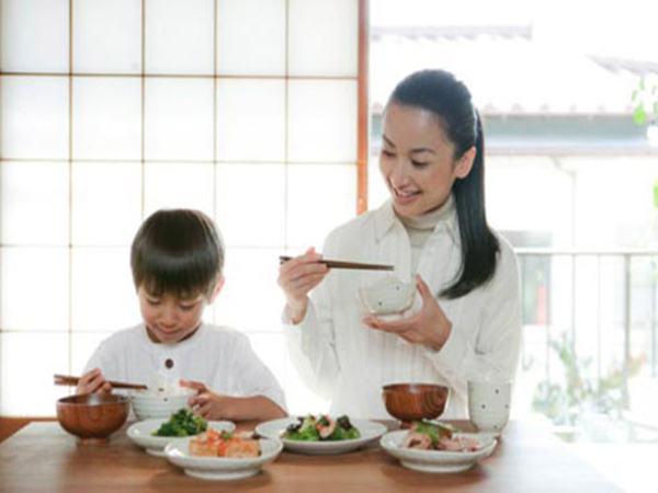 5 kiểu ăn sáng khiến con… học dốt - Ảnh 1