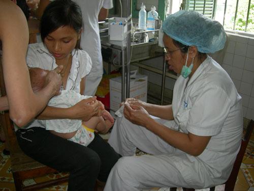 Các trường hợp chống chỉ định tiêm vắc xin cho trẻ - Ảnh 1
