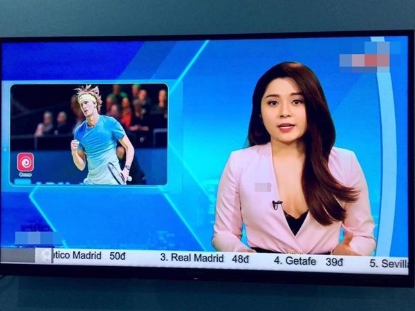 MC Diệu Linh khoe ngực khi dẫn bản tin bóng đá, ngoài đời còn mặc sexy hơn - Ảnh 3