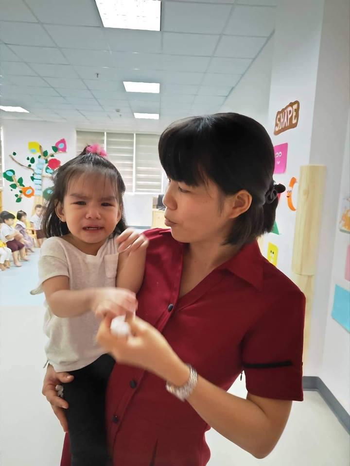 Sau ly hôn, Phạm Quỳnh Anh 'đứt ruột' khi cố làm người mẹ lạnh lùng, quay đi dù con gái gào khóc gọi mẹ - Ảnh 1