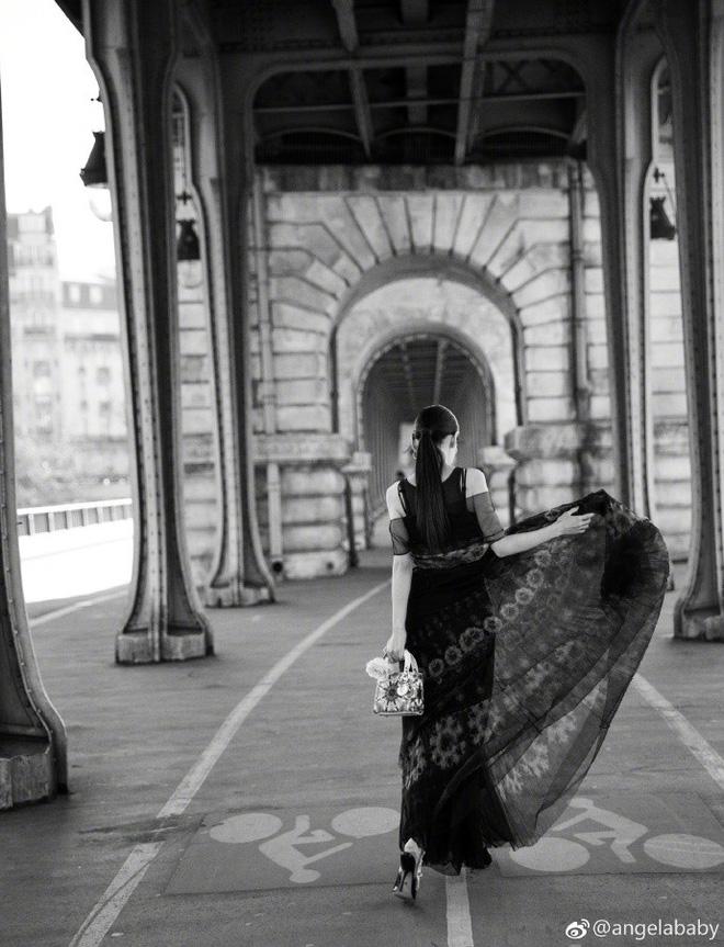 Thả dáng tại Paris, Angela Baby chứng minh đẳng cấp nhan sắc tựa công chúa bước ra từ cổ tích - Ảnh 6