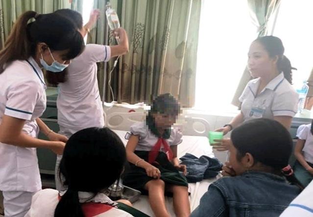 Uống trà sữa trân châu, 19 em học sinh tiểu học nhập viện - Ảnh 2