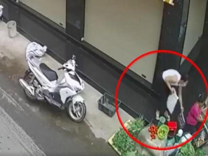Cặp đôi đi xe tay ga lừa lấy thùng bia của cụ già bán tạp hóa khiến dân mạng phẫn nộ - Ảnh 3