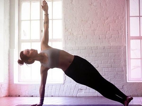 Chỉ cần dành 8 động tác Yoga này mỗi ngày để sở hữu rãnh bụng 11 - Ảnh 3