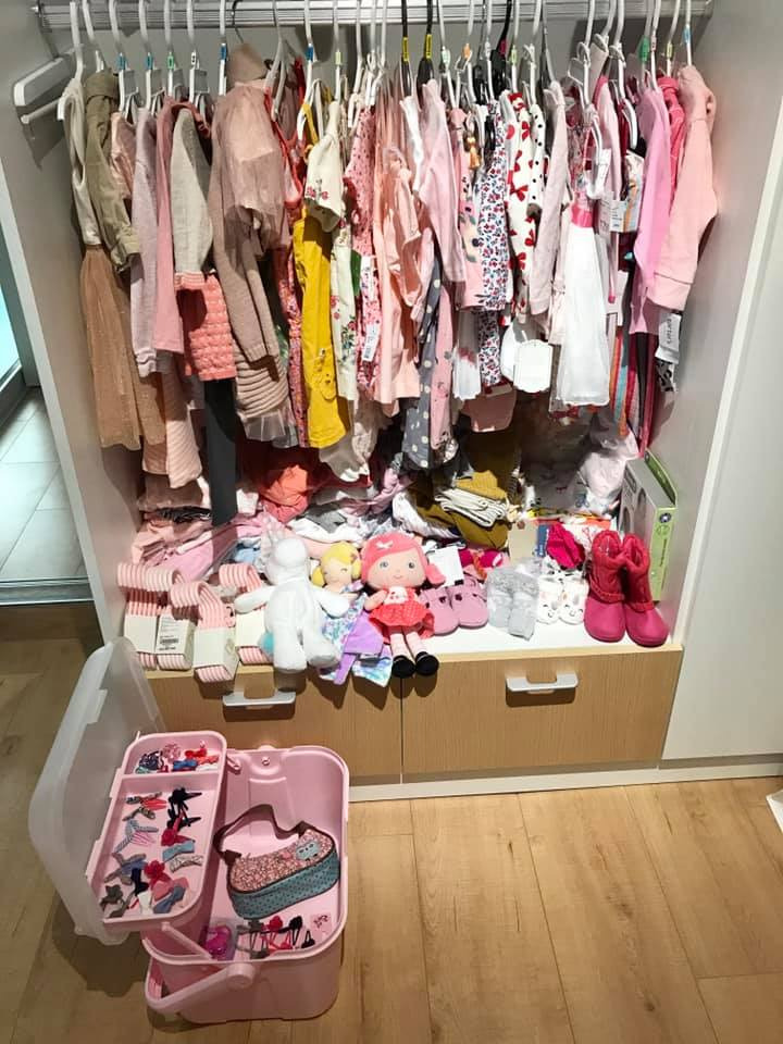 Hơn 1 tháng tuổi, con gái Thân Thúy Hà được mẹ sắm cả tủ đồ 'mặc mãi không hết' - Ảnh 2