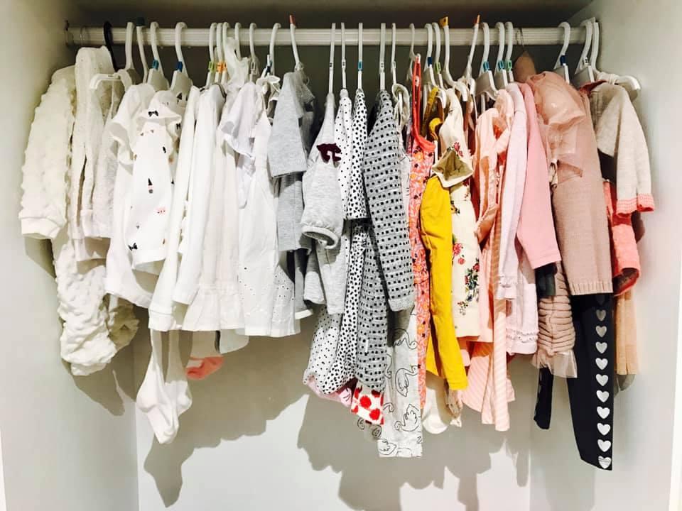 Hơn 1 tháng tuổi, con gái Thân Thúy Hà được mẹ sắm cả tủ đồ 'mặc mãi không hết' - Ảnh 3
