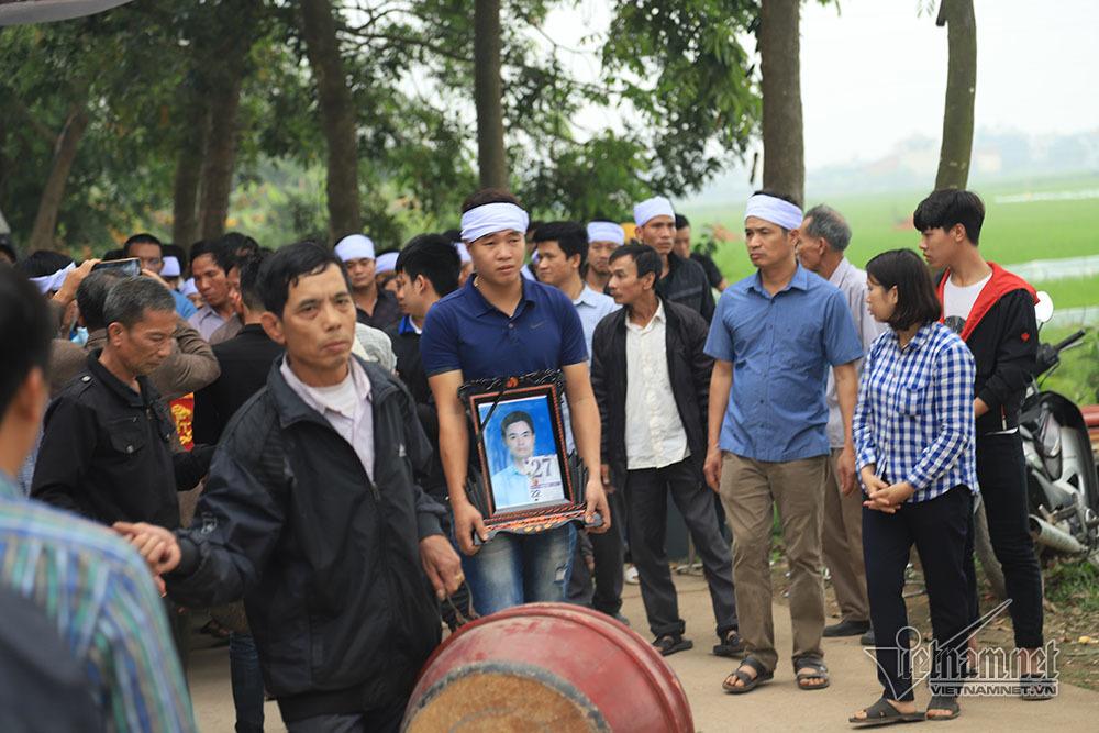 Tai nạn 7 người chết: Đại tang cả thôn, khăn trắng phủ kín đường làng - Ảnh 3