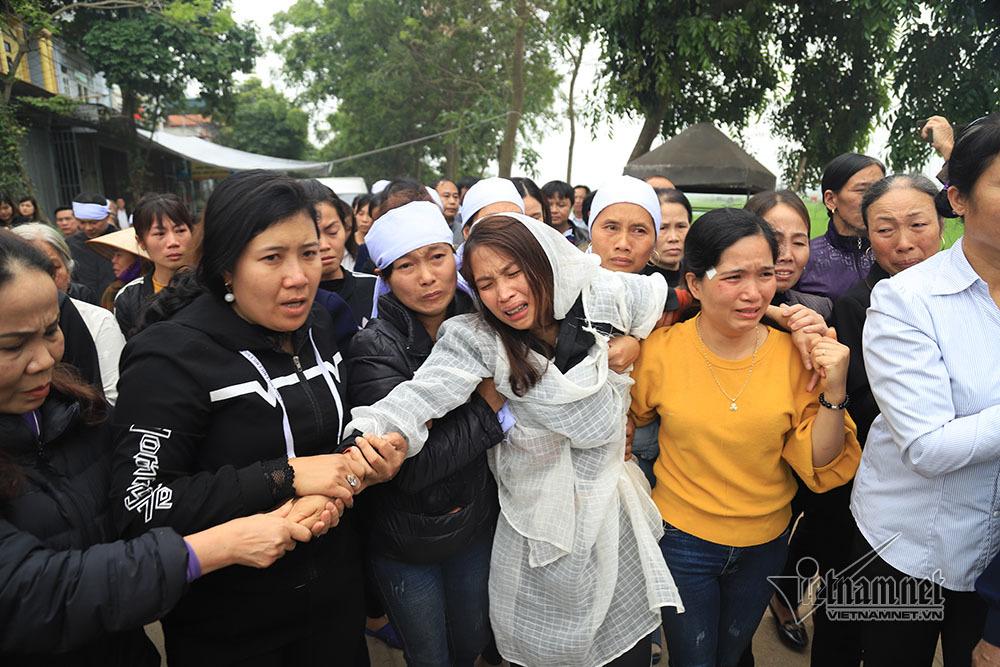 Tai nạn 7 người chết: Đại tang cả thôn, khăn trắng phủ kín đường làng - Ảnh 4